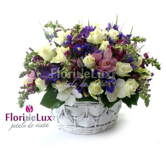 Cadouri Sf. Valentin pentru el - cos cu flori