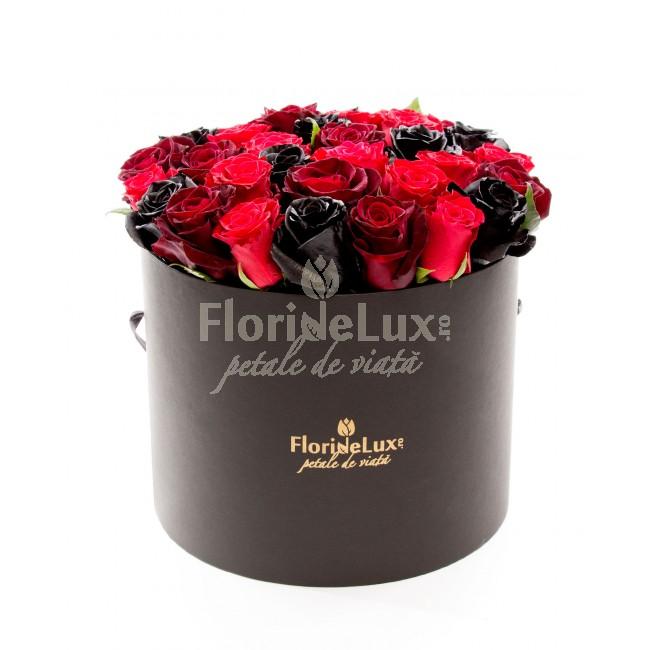 cutie cu flori pentru sfantul valentin