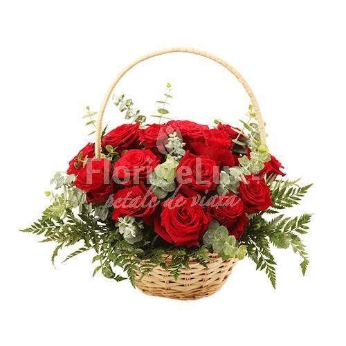 Cosuri flori Ziua Indragostitilor, cos trandafiri