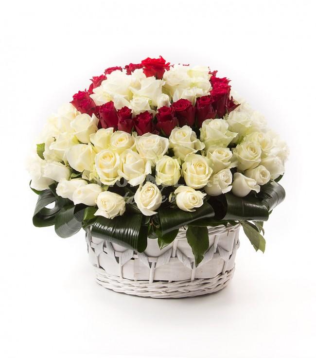 Cosuri flori Ziua Indragostitilor, cos trandafiri albi