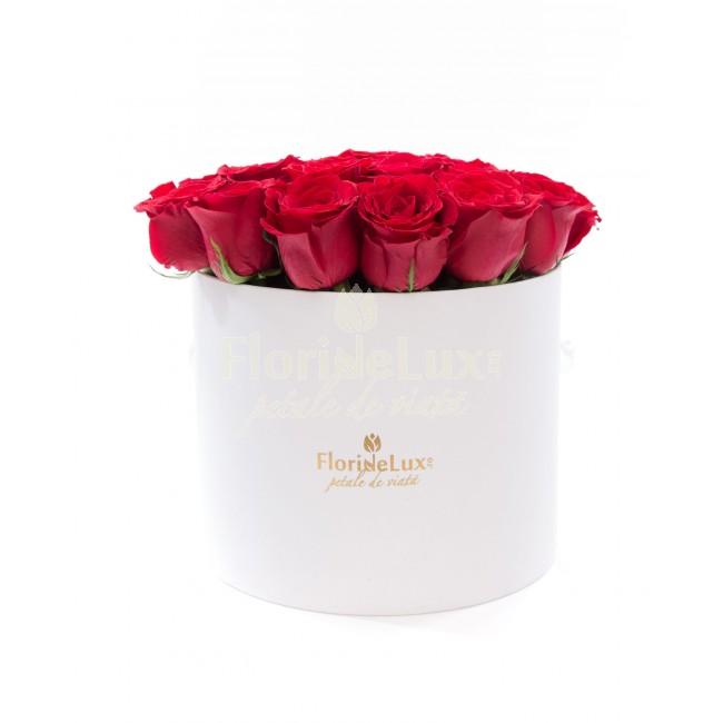 cadouri sf valentin pentru ea - cutie cu trandafiri