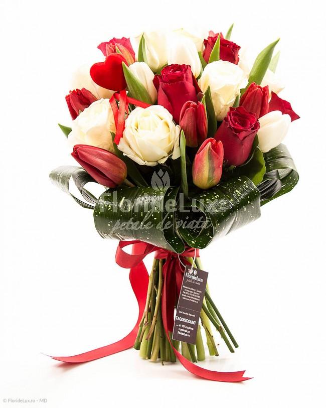 Trandafiri albi pentru Ziua Indragostitilor bfd