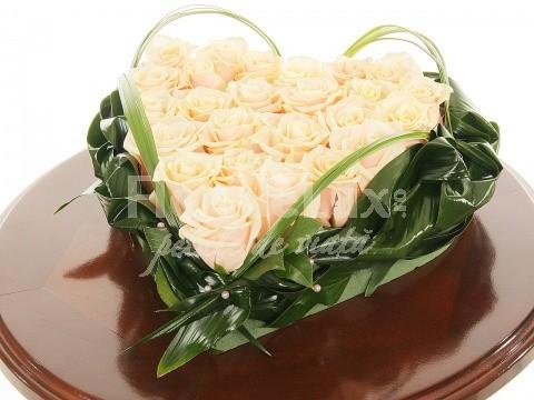 Trandafiri albi pentru Ziua Indragostitilor 2