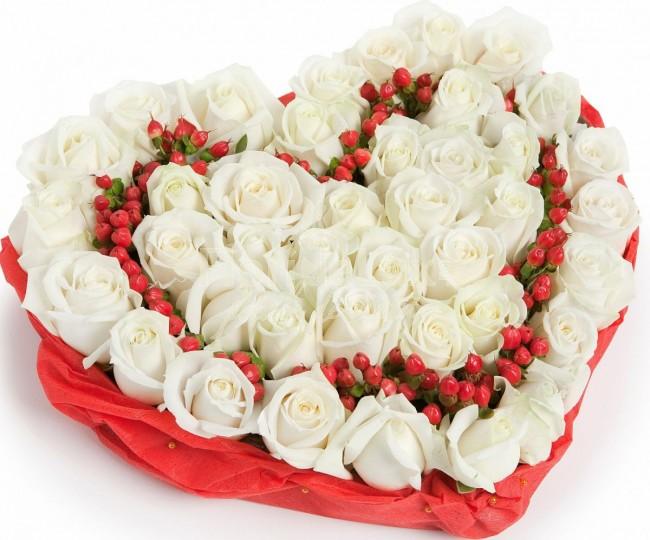 Trandafiri albi pentru Ziua Indragostitilor gd