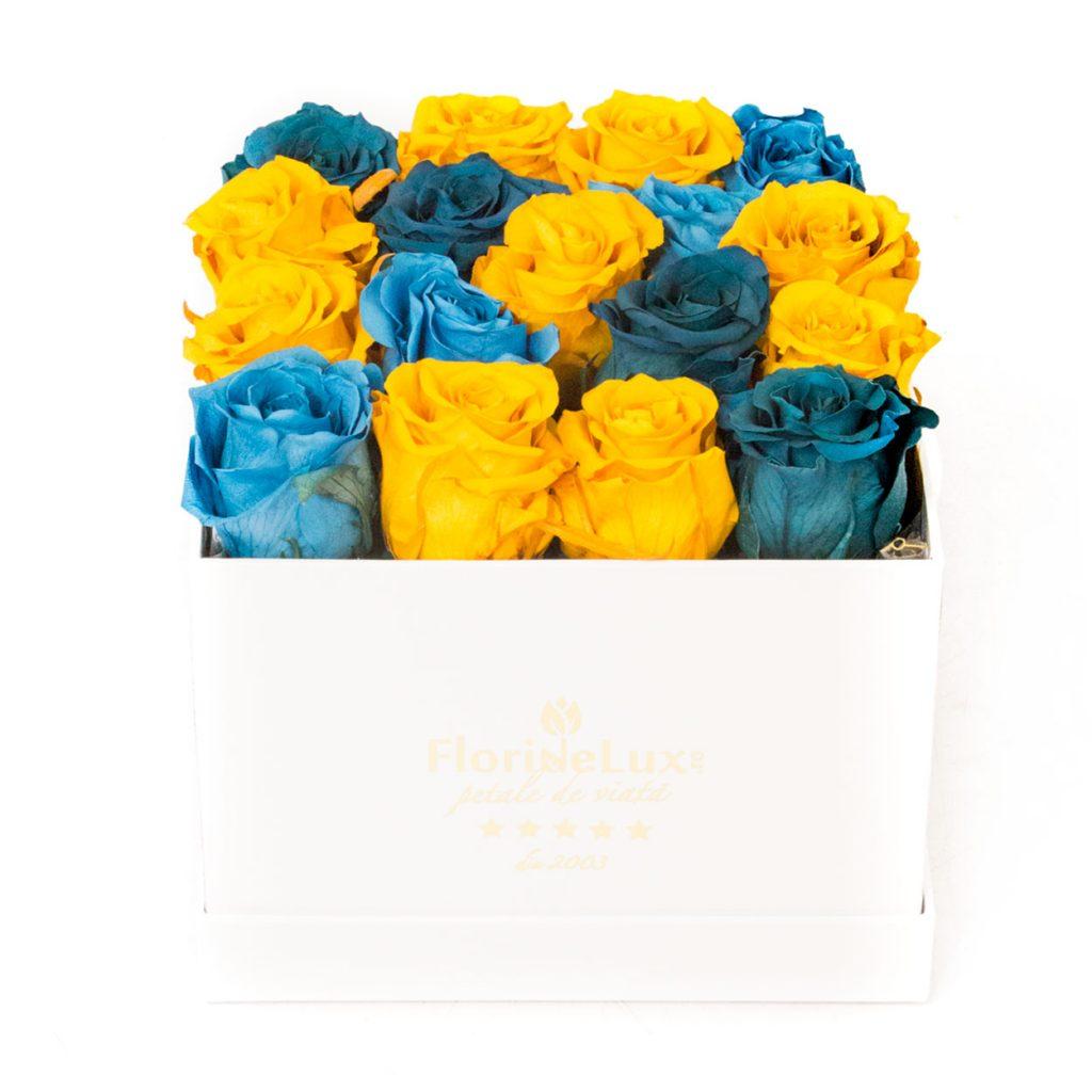 trandafiri conservati in cutie patrata alba