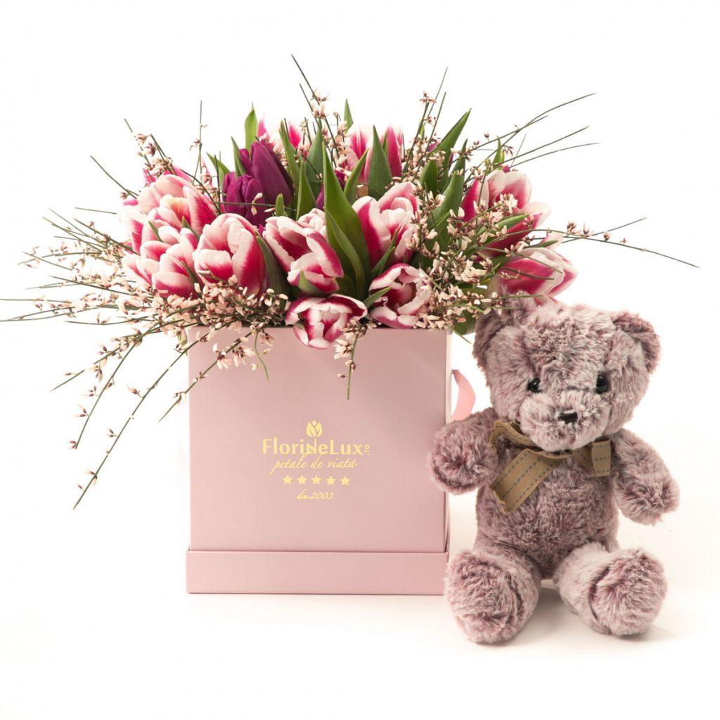 Flori Ziua Îndrăgostiților - oferte 2021, Cutie cu lalele și ursuleț, doar 269,99 RON!