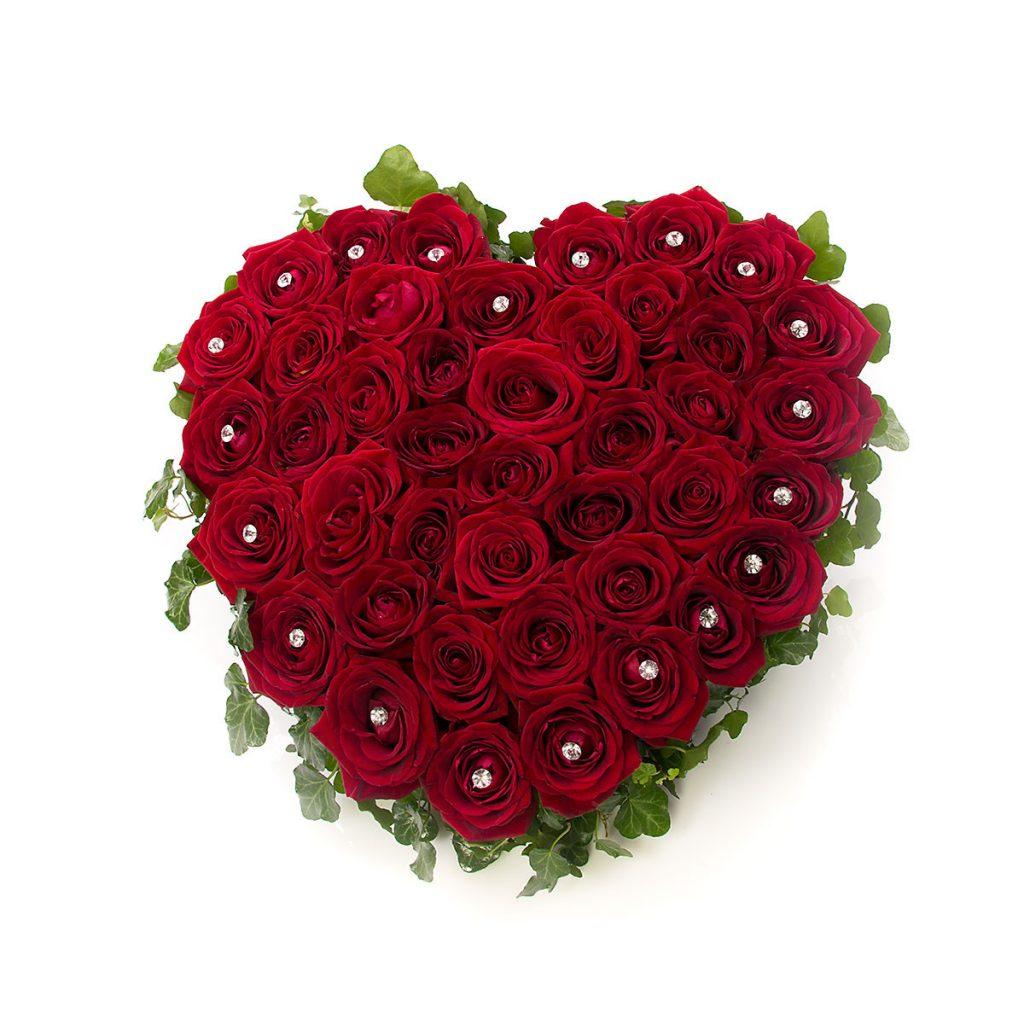 Inimă din trandafiri roșii, doar 739,99 RON!