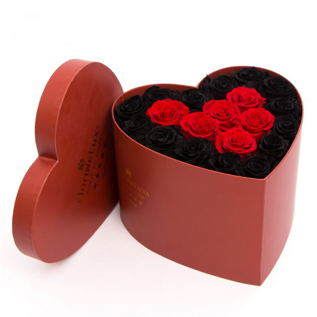 Endless trandafiri nemuritori și ciocolată, doar 885,99 RON!
