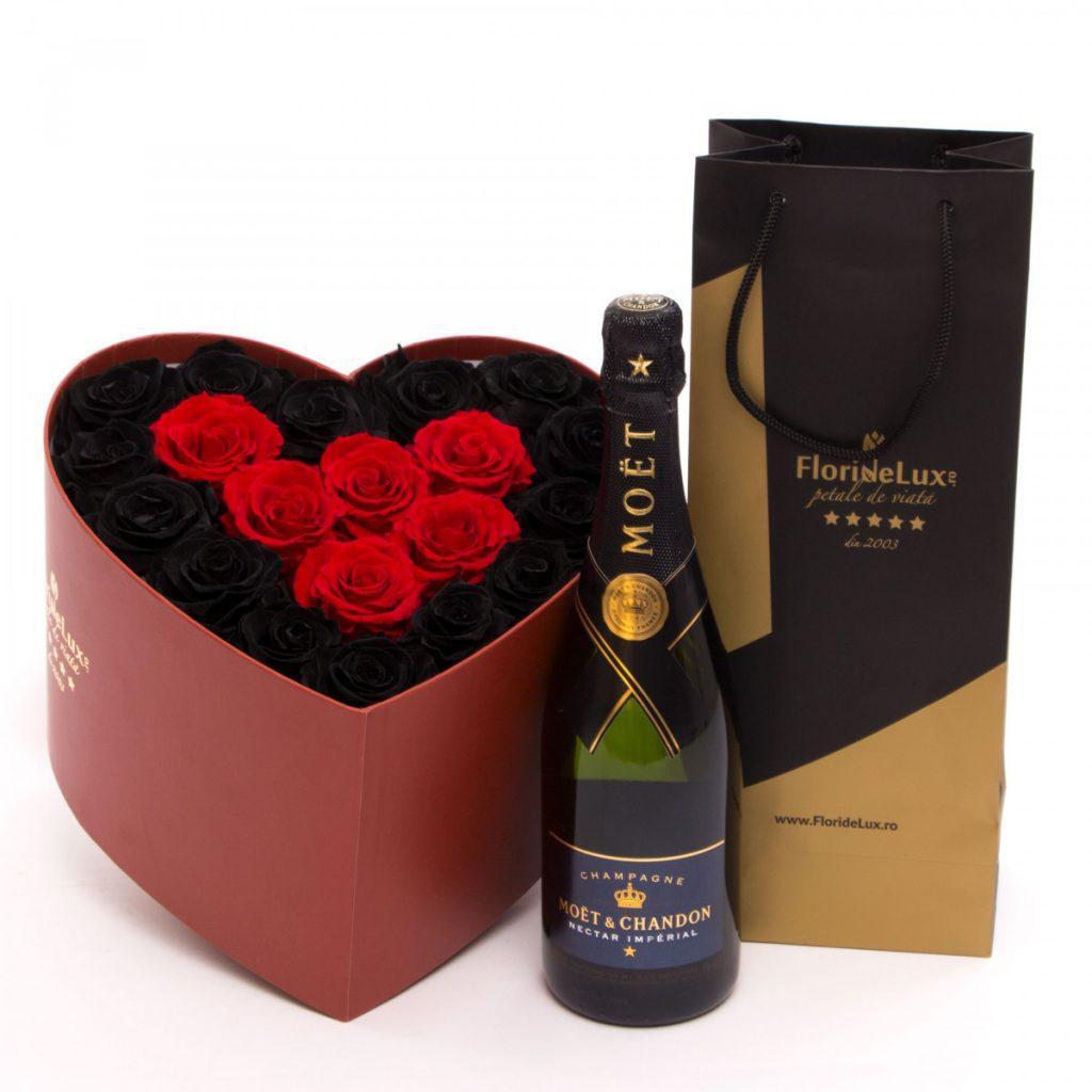 Ghiduri de cadouri de Ziua Îndrăgostiților după personalitate - FlorideLux, Endless trandafiri nemuritori și șampanie, doar 1115,99 RON!